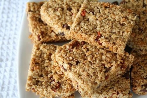 ... Goji Berry & Choc Chip Granola Bars & Recipe! | Bit of the Good S...