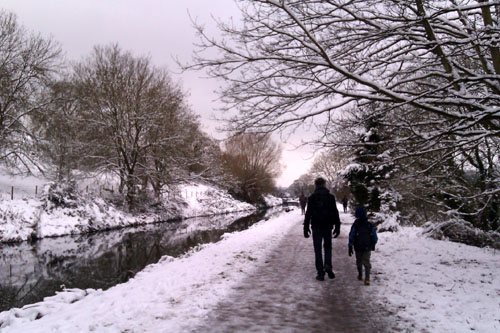 Snowy walk along the K&A Canal - January 2013